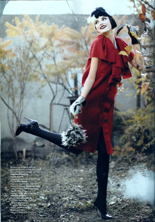 20s Moda - Red Dress and hat with feather