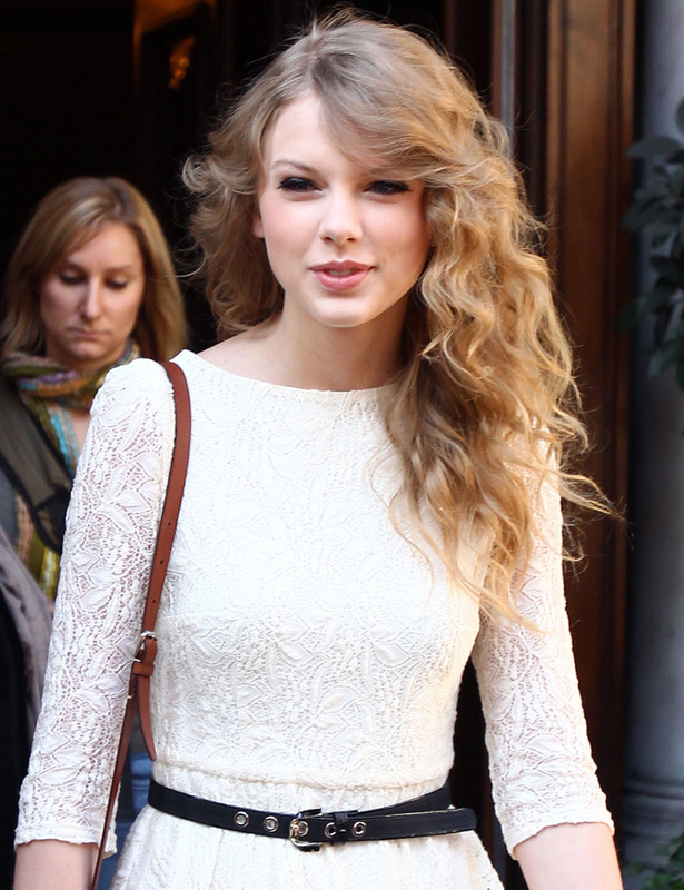 Wavy and curly hairstyles 2013 - Taylor Swift