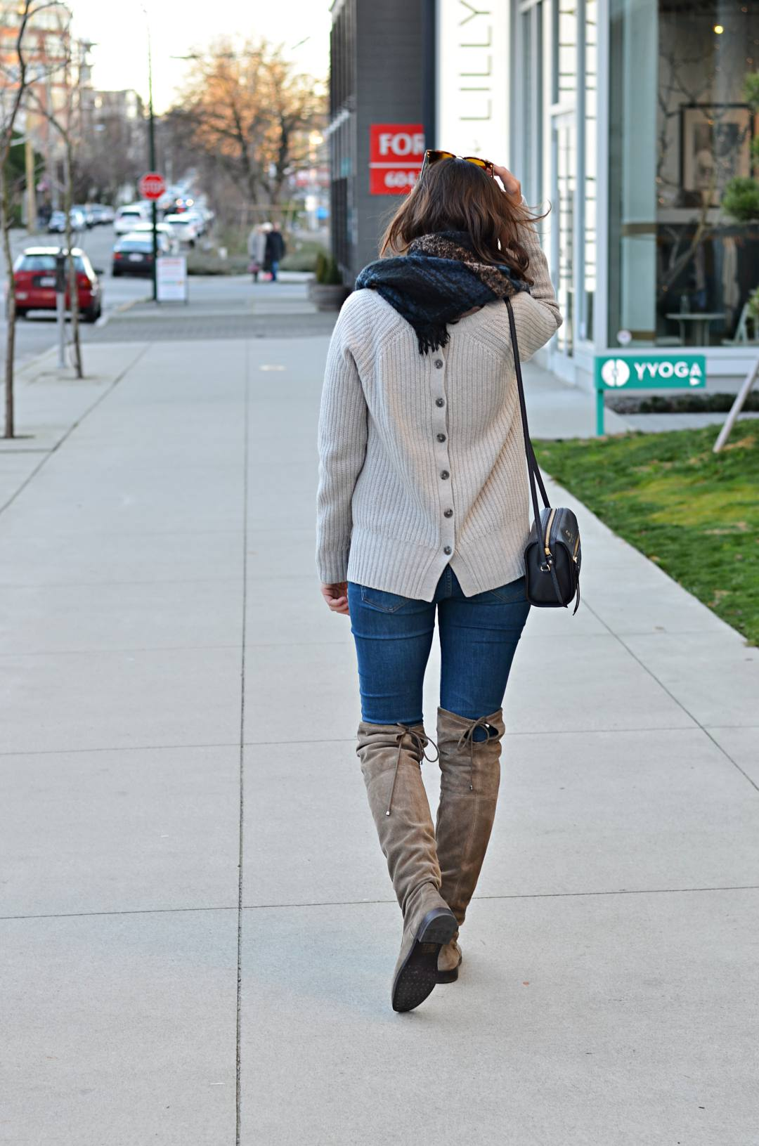 Winter-timeless-items-over-the-knee-boots-casual-outfits