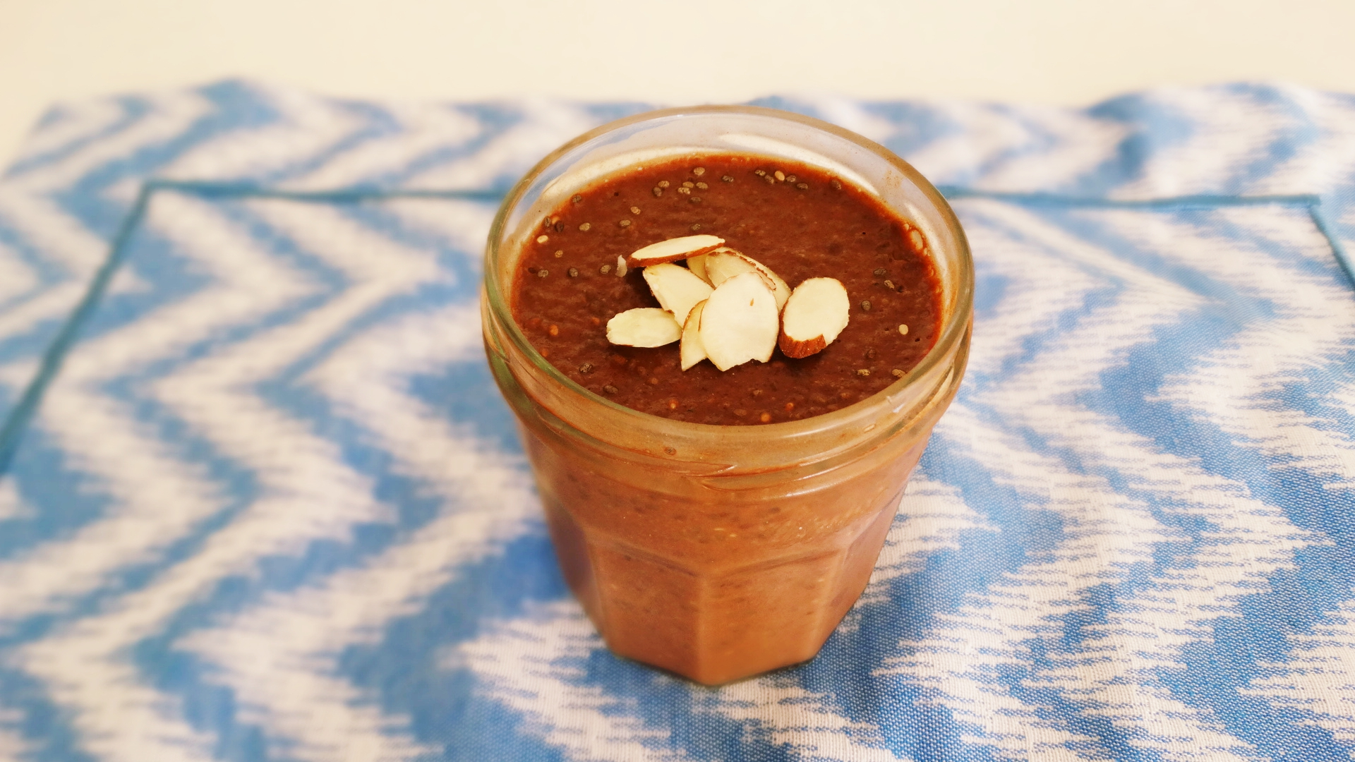 easy-chocolate-chia-pudding-almonds