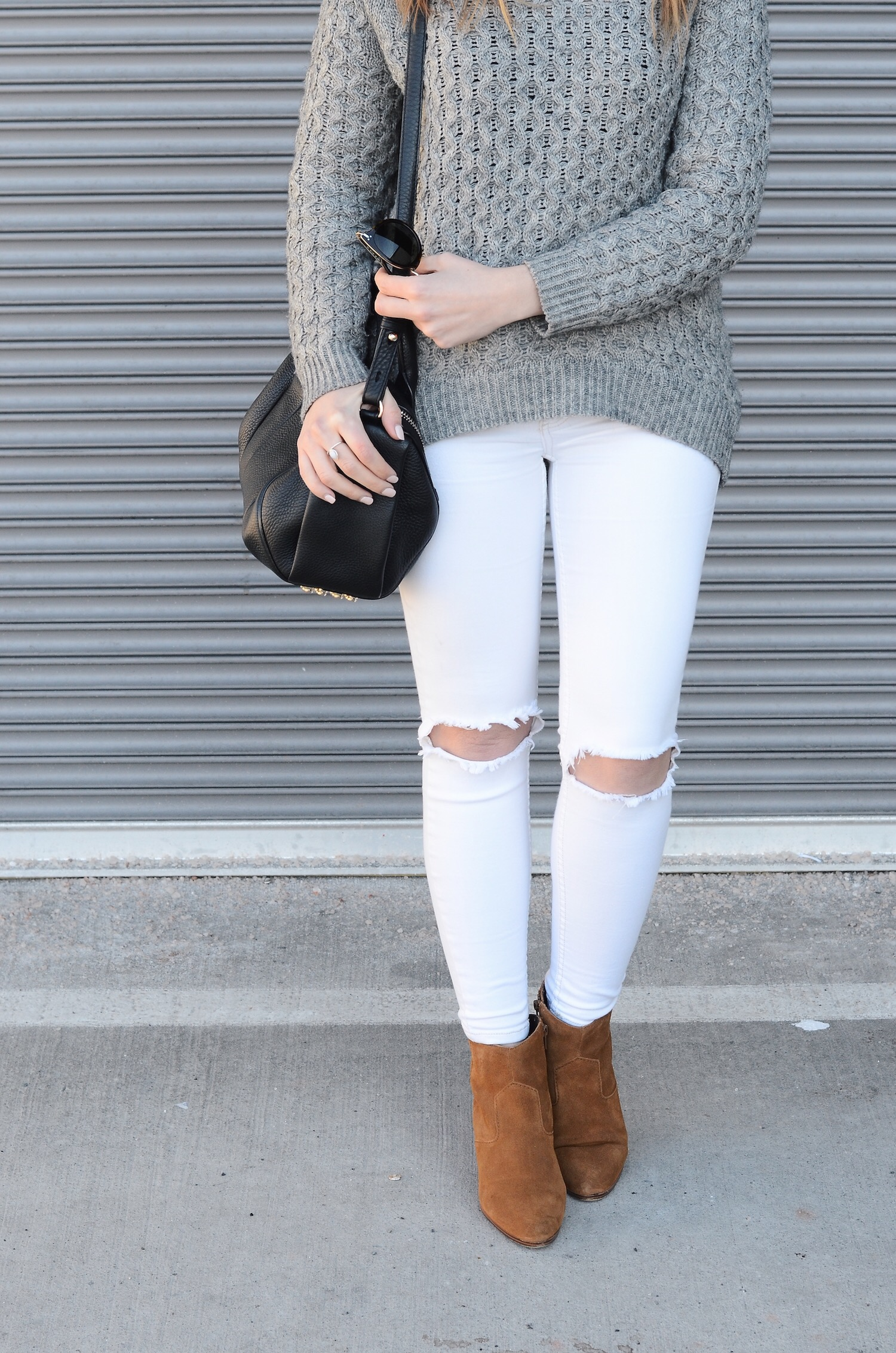white denim spring outfits